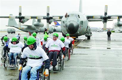 轮椅拉动67吨飞机-青岛报纸电子版