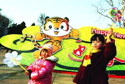 活泼可爱的卡通虎,惟妙惟肖的剪纸虎,造型各异的布老虎……正月里年
