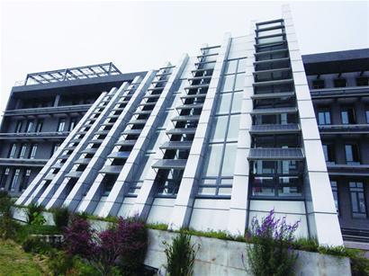 记者探访省内首座生态大厦 37℃高温办公室不用开空调