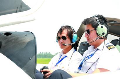 考私人飞机驾照需30多小时课程
