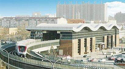 车站结构形式采用单拱大跨暗挖断面,由于结构断面尺寸大,加上中跨施工