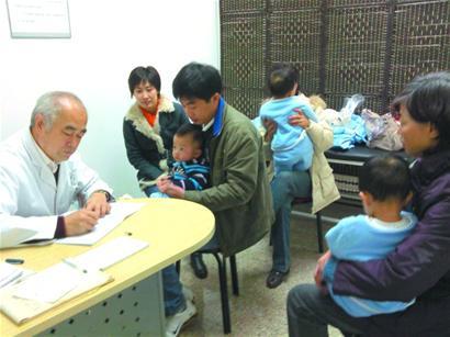 现为青岛济青中医医院张席珍小儿推拿疗法研究和指导专家.
