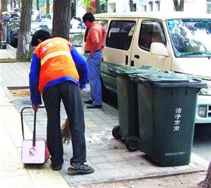 绿皮垃圾桶年内退出主干道新垃圾桶昨亮相好看还防臭