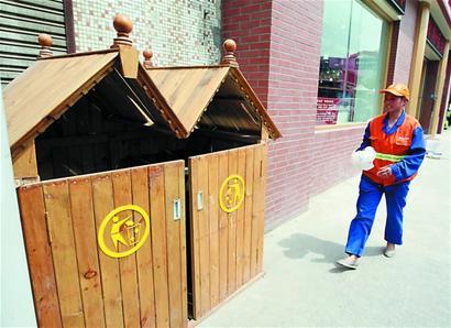 """3600个垃圾桶藏进小""""木屋""""5月底在主干道边看不见"""