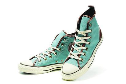 女生系鞋带帆布鞋