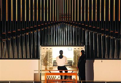 来自德国的管风琴演奏家丹尼尔·达贝演奏了亨德尔图片