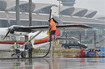 飞机降落前放油