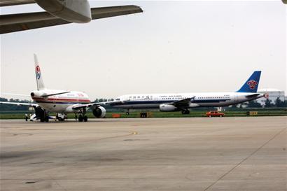 """机场扩容养""""机""""增17个停机位"""