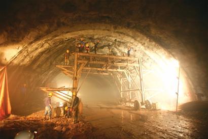 论规模,胶州湾隧道堪称国内第一,世界第三长的海底公路隧道.