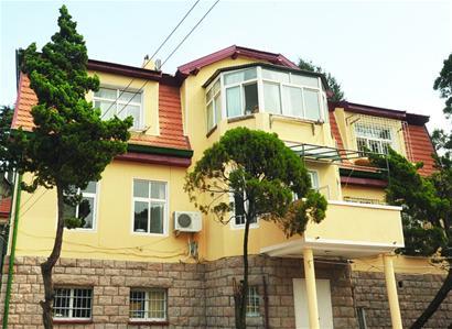 欧式风格的设计,每套住房都有阳台和落地窗户
