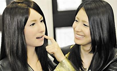 日本推出仿真机器美女