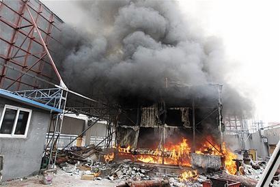 记者随后联系酒店姓徐的工作人员,他称火灾是冷却塔外