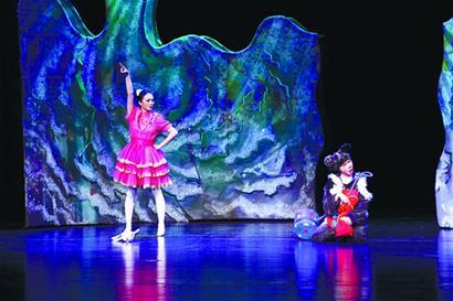 童话剧《青蛙王子》昨起在青岛大剧院上映 主题曲《找朋友》在小观众