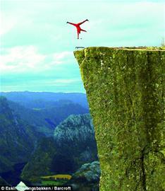 单是站在悬崖边已叫人脚软,更不用说要单手倒立.但挪威34岁特技人