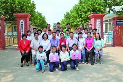 在持续的支教活动中,青岛大学美术学院和音乐学院的20多名大学生先后