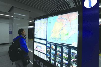 标明了站点地面示意图和空间示意图,地铁运营线路图,公交换乘信息以及图片