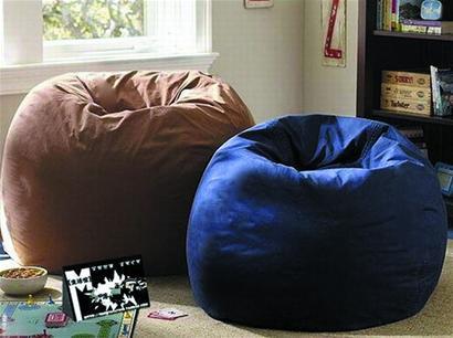 """青岛基鸿装饰公司设计师王明明说:""""功能沙发腿部可翘起,后背放倒,有的"""
