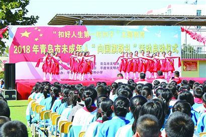 中小学生向国旗敬礼图片